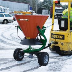 FS TRAILED FERTILISER AND SALT SPREADERS